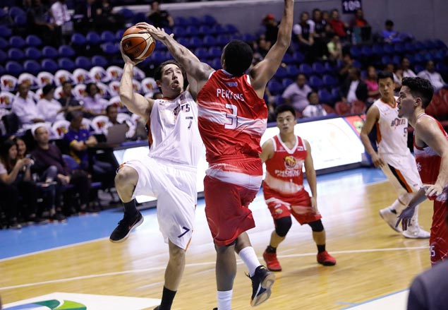 Not again: Cliff Hodge joins growing Meralco injury list with knee concern