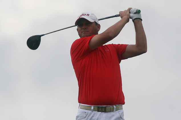 Guido van der Valk bucks penalty for hitting wrong ball to take two-stroke lead at TCC