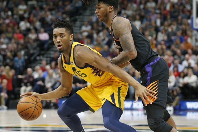 Jazz survive another close game, beat Suns for 11th straight victory