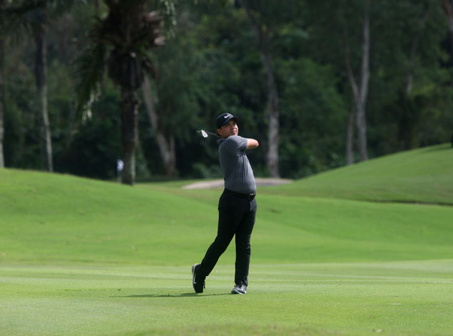 Miguel Tabuena recovers from shaky start to take one-stroke lead at TCC