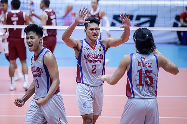 Arellano stuns erstwhile unbeaten Perpetual to move a win away from first NCAA men's volley title