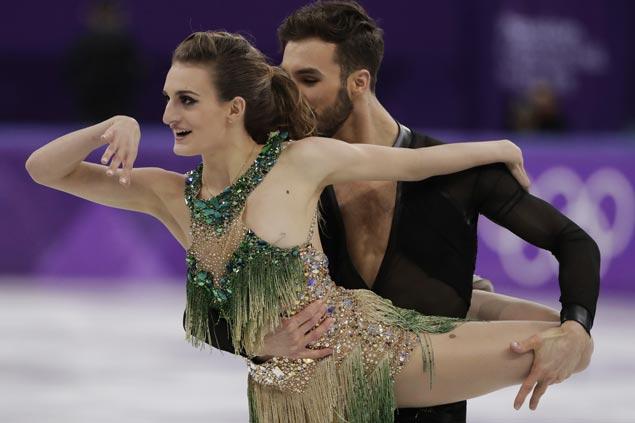Gabriella Papadakis skates on despite wardrobe malfunction in Olympic ice dancing