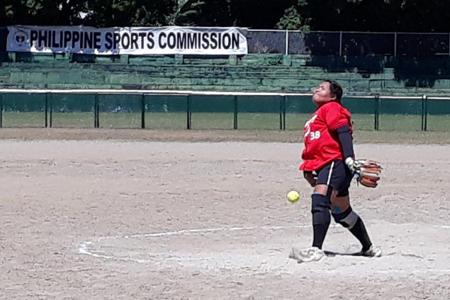 Lady Warriors pounce on Lady Falcons errors to deal UAAP softball titleholders first loss of season