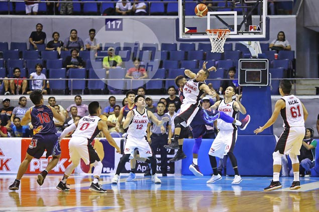 JVee Casio says total team effort weighs more than his first career triple double