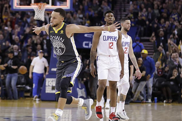 Curry erupts for 44 points, hits clutch triples late as Warriors hold off Clippers
