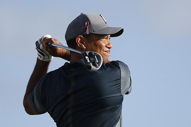 Tiger Woods starts strong as Noren, Simpson share early lead at Honda Classic