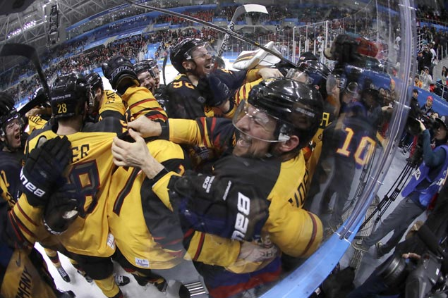 Germany pulls off huge upset over Canada to arrange hockey final against Russians