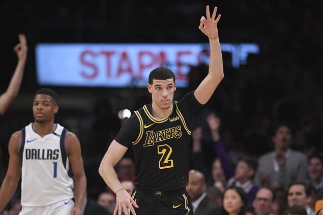 Randle has triple-double, Lonzo solid in return from injury as Lakers beat Mavs