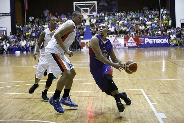 Magnolia breaks road jinx, eliminates Meralco to clinch twice-to-beat edge