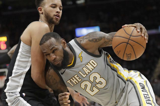 LeBron James frustrated by foul call discrepancy as Cavs bow to Spurs