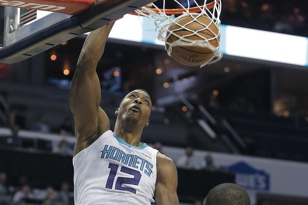 Dwight Howard returns from early injury scare to power Hornets past Bulls