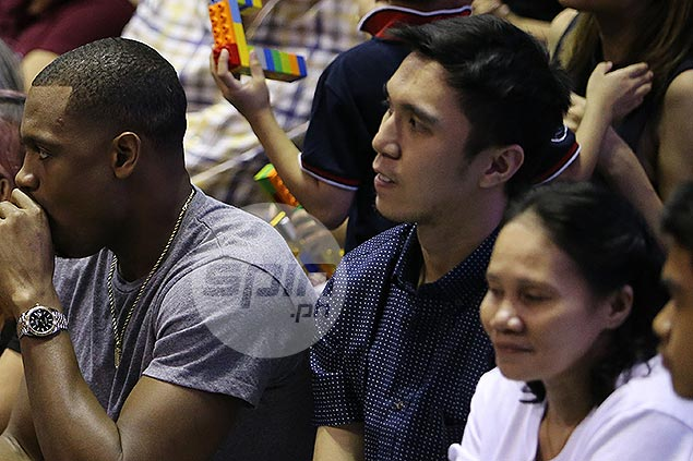 Art Dela Cruz insists he's out for season, in no rush to return from injury: 'Natuto na'