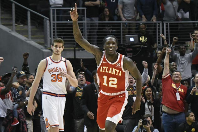Taurean Prince nails go-ahead triple as Hawks beat Suns in matchup of struggling teams
