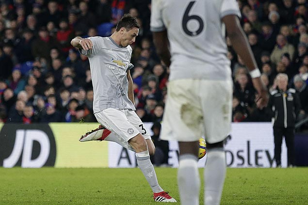 Matic stoppage time goal completes United comeback at Palace to regain second spot