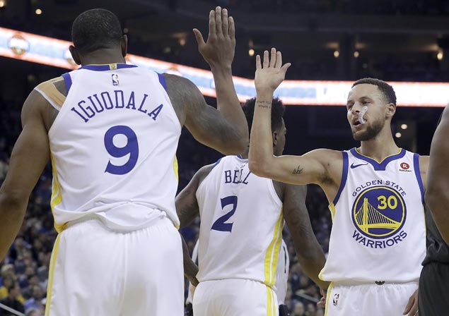 Steph Curry shows no sign of ankle injury as Warriors down Nets