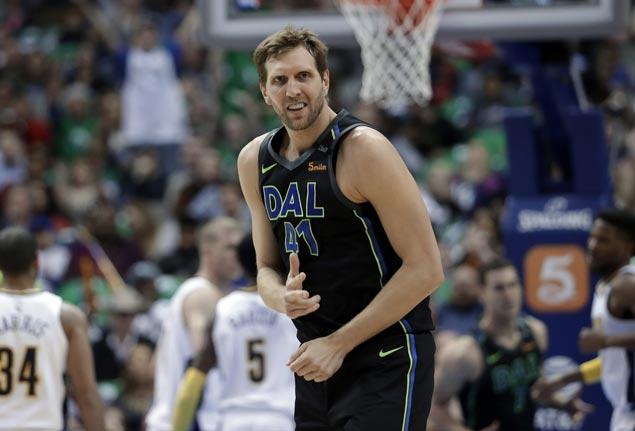 Dirk Nowitzki nails five of Mavs' 15 triples in upset of Nuggets
