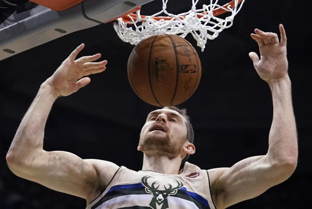Bucks get back on track in style with victory over Knicks