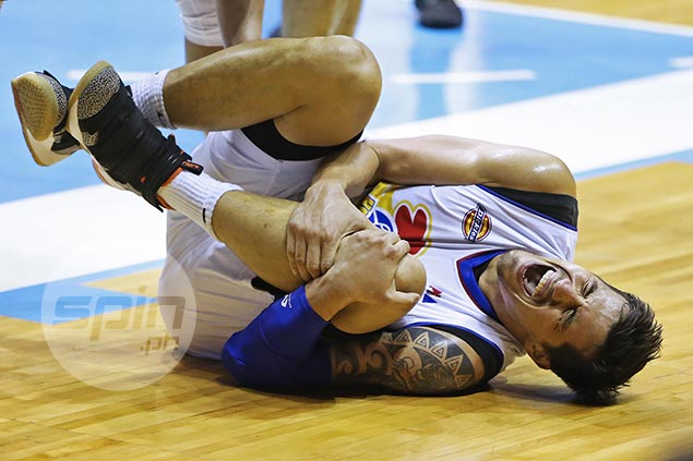 Major blow for Magnolia as Pingris stretchered off late in loss to NLEX with knee injury