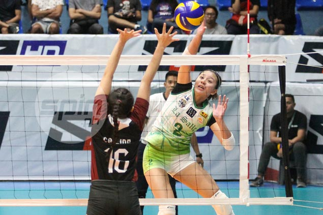 La Salle spikers make short work of UP Lady Maroons to gain solo UAAP lead