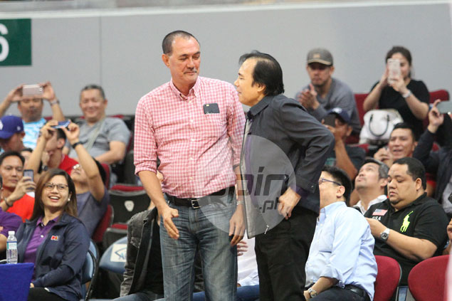 Jaworski, Fernandez in unplanned meet-up while backing opposing sides at PBA game
