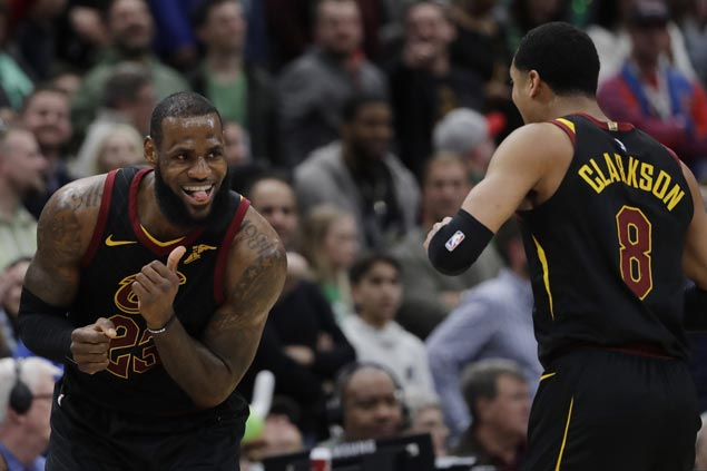 LeBron spoils Valentine's day: 'Best player on the planet just put the team on his back'