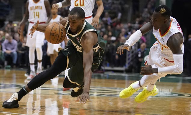 Bucks hold off Hawks to keep up in crowded Eastern Conference playoff race