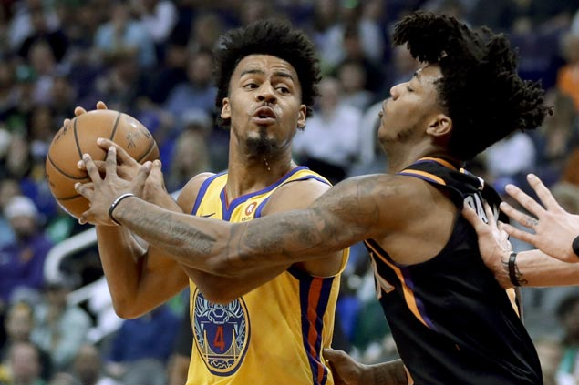 Quinn Cook does best Curry impression as Warriors missing Big Three rip Suns