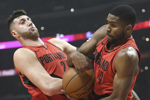 Balanced Blazers cruise past Clippers for 13th straight win