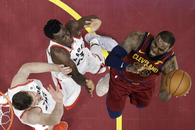Undermanned Cavs stop East-leading Raptors behind efficient LeBron