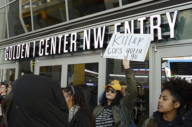 Protest over police shooting an unarmed man in Sacramento overshadows Kings win vs Hawks