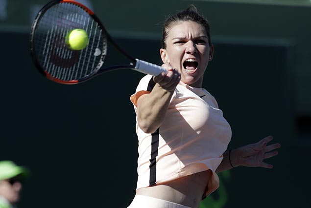 Top-ranked Simona Halep overcomes frustrating start to advance in third round of Miami Open