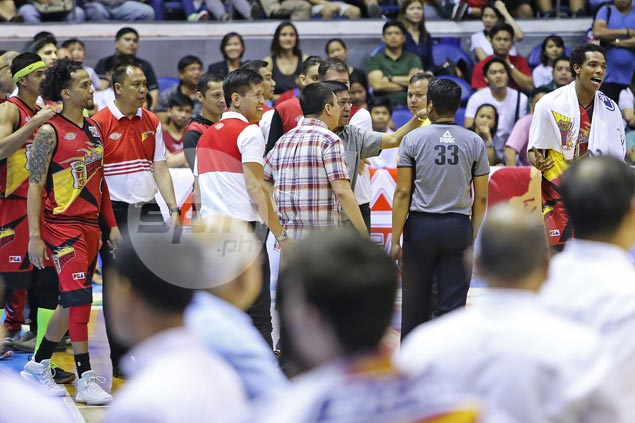 Cabagnot, Fajardo refuse to make a fuss over non-call on Reavis stepping violation