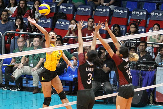 FEU fights back from a set down to turn back UP and close in on Final Four berth | SPIN.ph