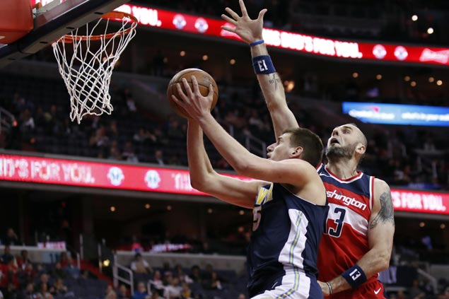 Jokic, Murray show way as Nuggets stay in playoff race with victory over Wizards