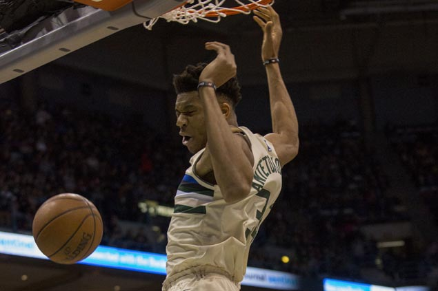 Giannis returns from injury to post 37th double-double of season as Bucks defeat Spurs