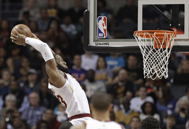 LeBron James stretches double-digit scoring streak to 866 games to tie Michael Jordan