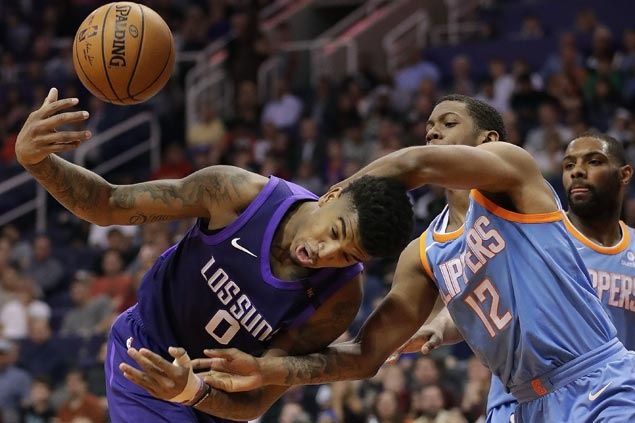 Clippers use huge fourth-quarter run to beat Suns