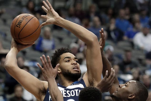 Karl-Anthony Towns posts 20-20 game as Wolves nip Mavs to gain ground in West playoff race