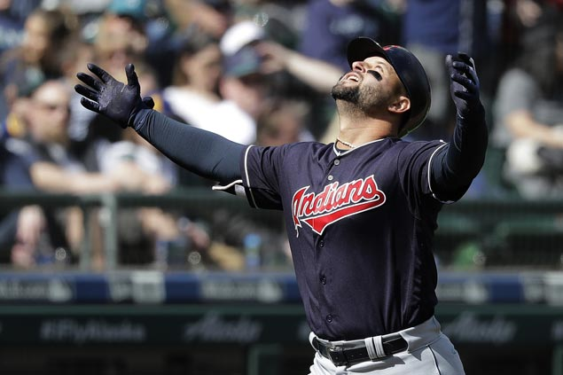 Yonder Alonso hits grand slam, Yan Gomes adds two-run shot as Indians nip Mariners