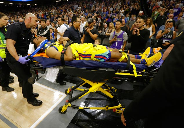 Distraught Vince Carter apologizes to Warriors over Patrick McCaw's horror fall