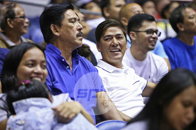 Divided loyalty for Vic Sotto as he watches Game 3 of Magnolia-SMB finale from ringside