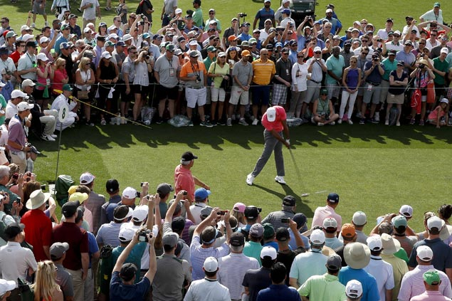 Roars reverberate through Augusta National, on first practice day, as Tiger arrives for Masters