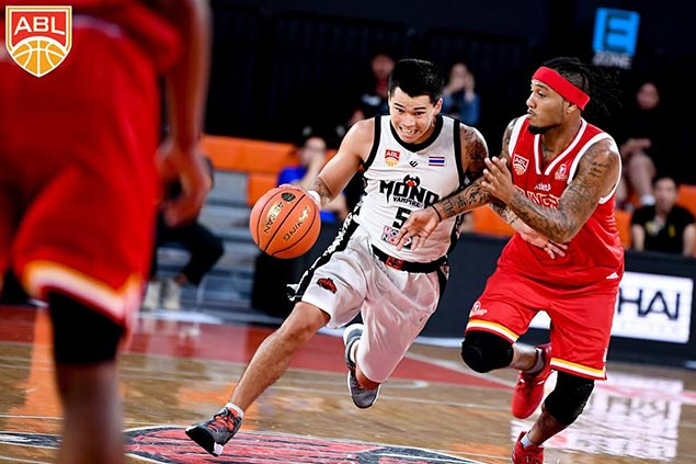 Mono Vampire nips Singapore Slingers to move a win away from ABL semis