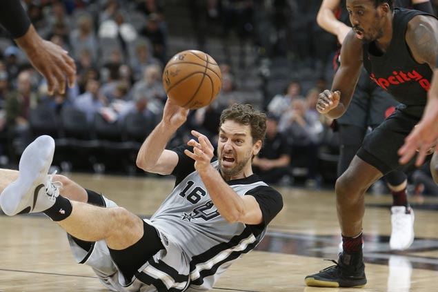 Spurs outgun Trail Blazers to close in on playoff spot