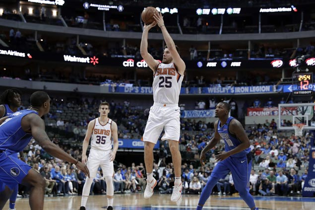 Alec Peters stars for Suns against Mavs as reserves take spotlight in finale between lottery-bound teams