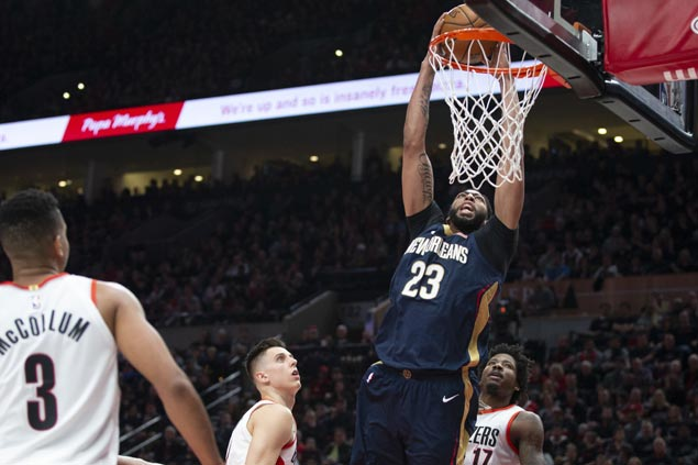 Davis, Holiday star in huge road win for Pelicans in playoff opener against Blazers
