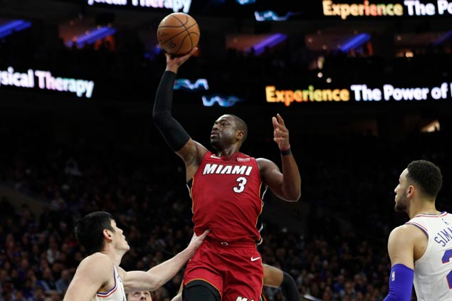 Dwyane Wade shows vintage form as Heat take huge road win to even series with Sixers