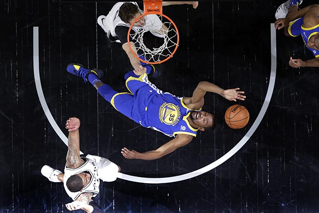 Durant, Warriors ride late flurry to send mourning Spurs on brink of elimination