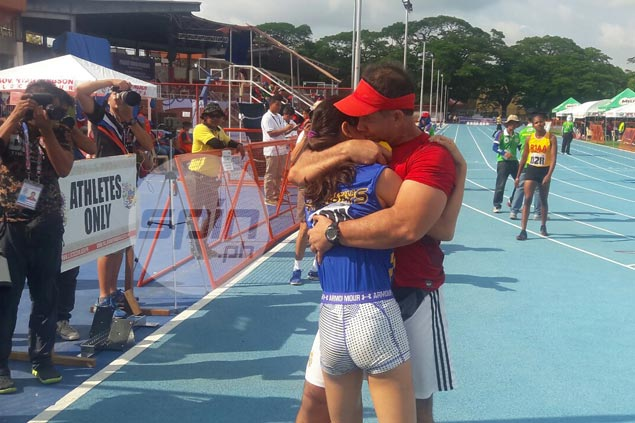 Father knows best as Tara Borlain strikes gold in Palaro after shift from triathlon to track