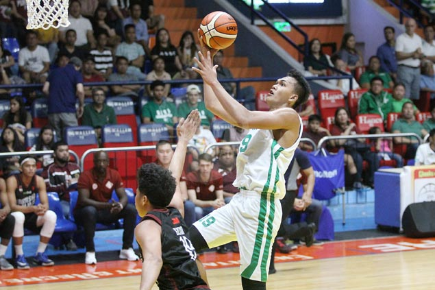 Green Archers start Filoil preseason tournament with squeaker over Fighting Maroons